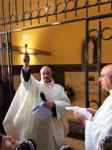 01.11.13-Padre-Raffaele-benedice-Cappella-Padre-Agostino-Bartolini